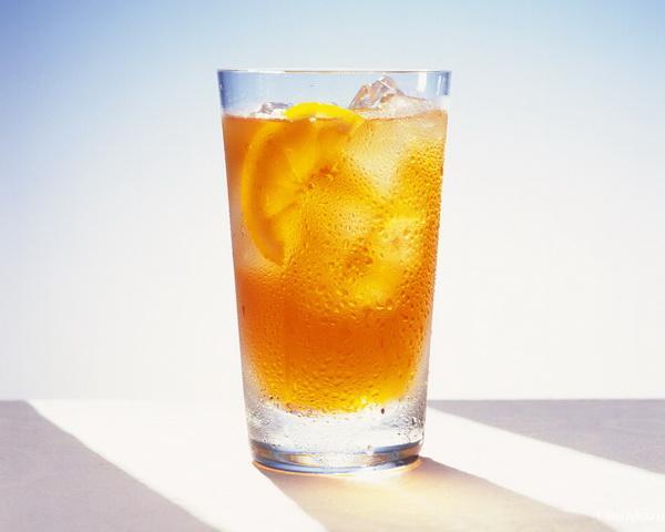 Вода с лимоном для похудения     Главное преимущество воды с лимоном - ускорение процесса похудения. Вода с лимоном очищает организм, выводит токсины.