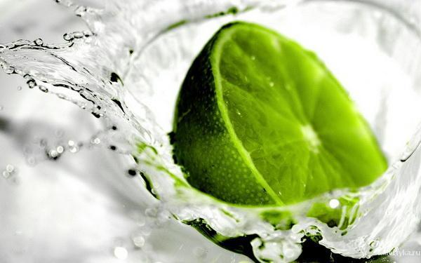 Лайм для похудения     Лайм успокаивающе действует на нервную систему, поднимает настроение. Зеленый цитрус поможет справиться с  повышенной раздражительностью, усталостью, плаксивостью и нервозностью.