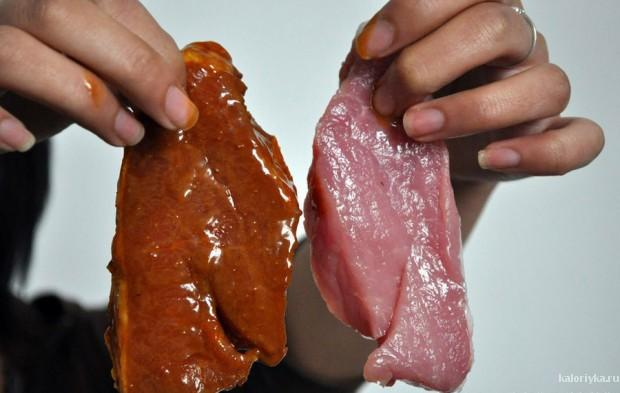 5. Слева – кусок свинины, замаринованный в соусе с экстрактом, а справа – натуральная свинина.
