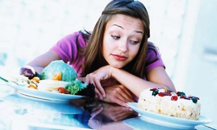 Самое страшное, что постоянные мысли о еде не позволяют нам принимать рациональные решения в этом вопросе: мы начинаем питаться все хуже и неправильней. Последствия такого питания приводят иногда к обратному эффекту – набору веса или ухудшению здоровья.