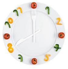 Сама теория дробного питания выглядит очень заманчиво. Потреблять пищу следует шесть-восемь раз в день с равными промежутками по времени. Это позволит удержать в узде чувство голода и контролировать секрецию инсулина, отвечающего за накопление жира.