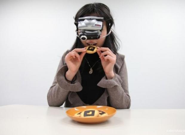 Такие очки могут увеличивать или уменьшать размеру пищи примерно наполовину, при этом сохраняя нормальные пропорции рук и окружения пользователя. Таким образом, человек начинает употреблять меньше пищи, и, как следствие, худеть.