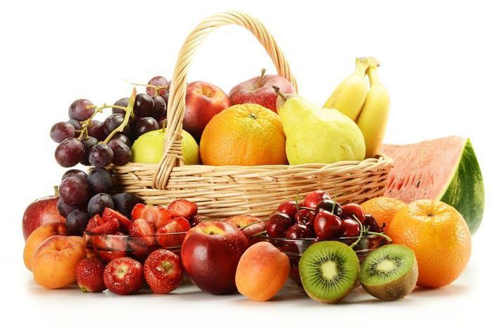 Оговоримся сразу, речь идет не о фруктах как таковых, а именно о фруктозе. Фруктоза (фруктовый сахар) является самым сладким из природных сахаров, она при равной с сахаром калорийности (380 ккал/100 г) в 1,2-1,8 раза слаще, чем сахар. И сейчас ещё можно увидеть рекомендации заменять сахар в рационе фруктозой, мол, раз она намного слаще сахара, то и нужно её почти в два раза меньше.
