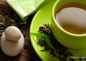 Выбирая между кофе и зеленым чаем, мы отдаем предпочтение последнему. Зеленый чай — отличный антиоксидант, обладающий термогенными свойствами, за счет которых тело незначительно нагревается, запуская процесс интенсивного сжигания калорий. Кофеин в составе чая также способствует метаболизму — за счет увеличения частоты сердечных сокращений.