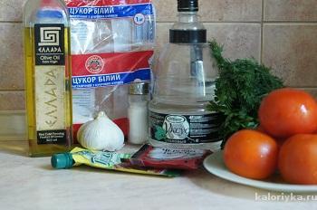 Как приготовить маринованные помидоры за 30 минут:     1. Помидоры помыть, обсушить и нарезать кольцами толщиной около 1 см.
