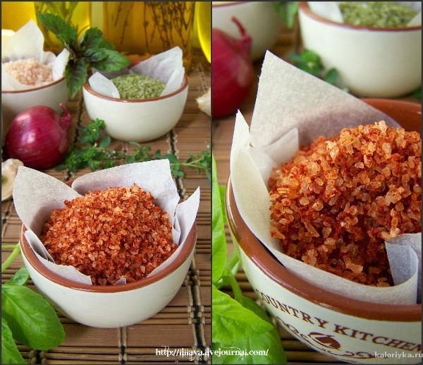 Третья соль:  Крупная морская соль,цедра розового грейпфрута и апельсина (свежая)  Перетереть в ступке цедру до кашицы, смешать с солью, пока она не окрасится в приятный розово-оранжевый цвет. Рассыпать по пергаменту, чуть подсушить и закупорить в баночку. Моя любимая соль, использую в зеленые салаты, к рыбе, морским гадам и птице.