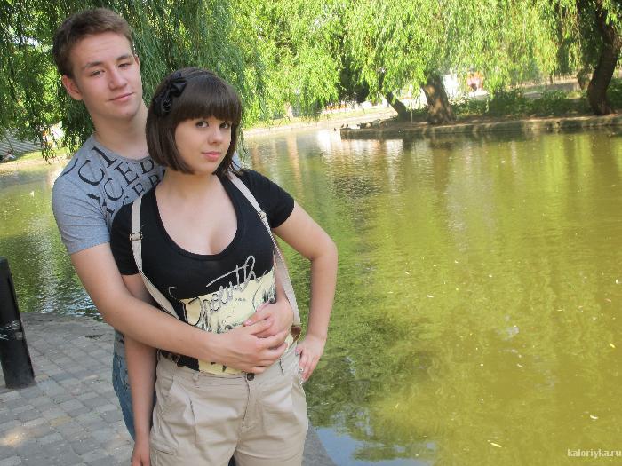 А это уже фото этим летом с моим молодым человеком) Он конечно любит меня такой,какая я есть,но всё же ради него стоит стать красавицей.