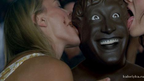 Фото девушки и шоколада